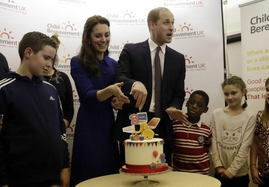 Tout sourire, le duc et la duchesse ont diverti les jeunes malades.