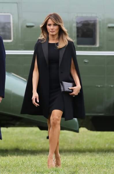 Melania Trump en veste cape Givenchy, à Mount Vernon le 23 avril 2018