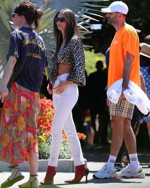 Emily Ratajkowski n'est pas passée inaperçue a la Levis Party de Coachella