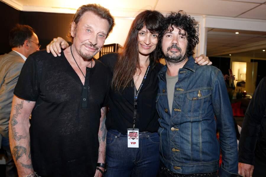 Johnny Hallyday, Caroline de Maigret et Yarol Poupaud dans les loges de Bercy le 14 juin 2013