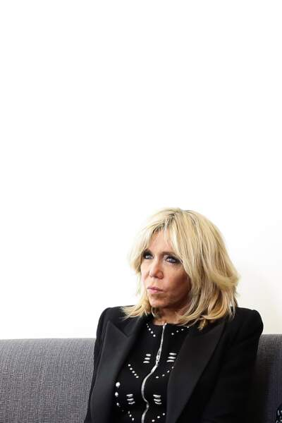 Brigitte Macron avec son carré blond