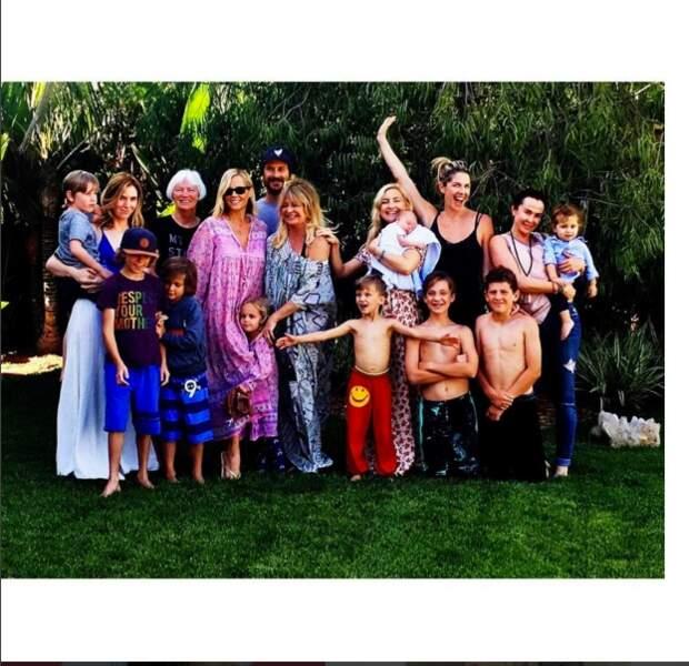 Kate Hudson, sa mère l'actrice Goldie Hawn et toute leur famille