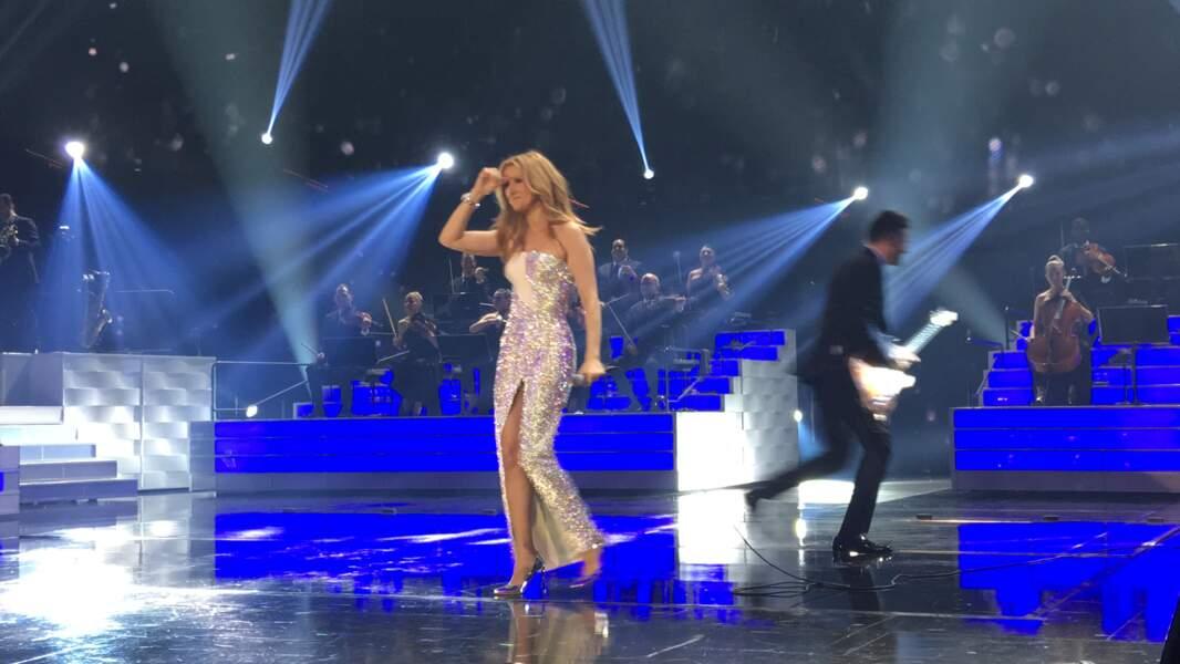 La 4ème tenue de Céline sur scène