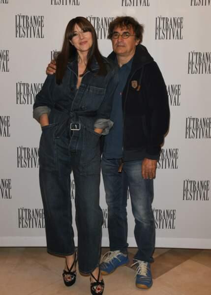 Monica Bellucci et Albert Dupontel prennent la pose à Paris.