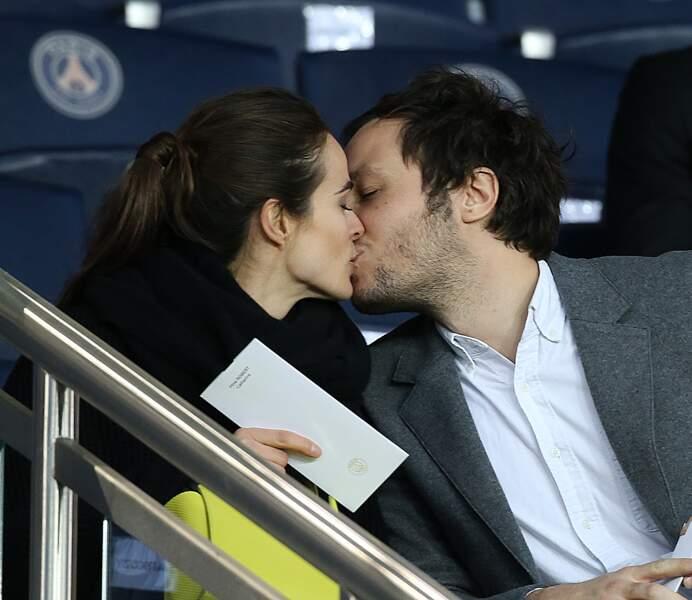 Le baiser de Vianney et sa compagne Catherine au parc des Princes ce 29 avril