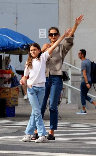 Complices, Katie Holmes et sa fille Suri Cruise, en jean pour une balade à New York