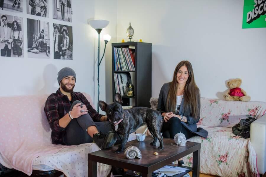 Jesta et Benoît nous reçoivent dans leur appartement avec leur bouledogue, Carat