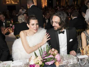 PHOTOS – Au Bal de la Rose, une jolie bague de Charlotte Casiraghi, toujours aussi amoureuse de Dimitri