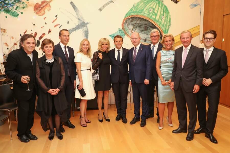 Brigitte Macron très élégante aux côtés de son mari Emmanuel Macron en Autriche