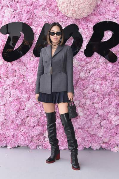 Aimee Song, alias Song of Style, à l'allure parisienne au photocall Dior Homme.