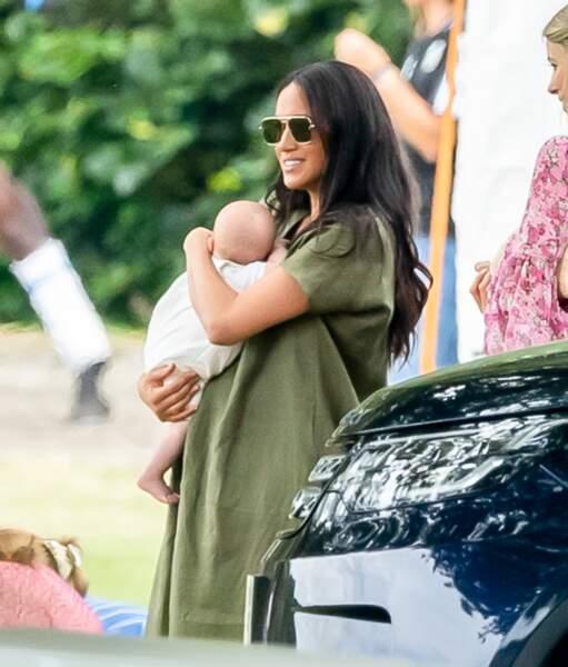 Meghan Markle,les cheveux lachés et brillants le 10 juillet 2019 avec son petit Archie
