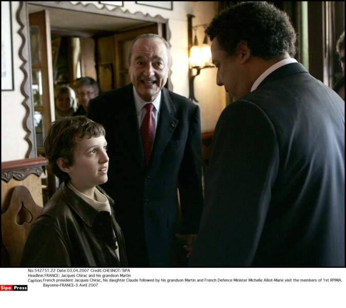 Jacques Chirac et son petit-fils Martin visitent le 1er RPIMa à Bayonne, en 2007