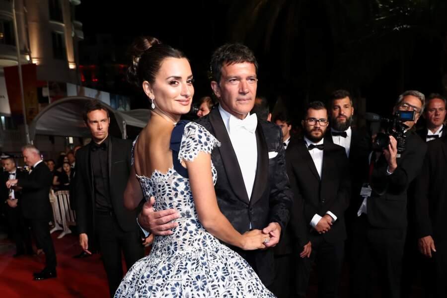 Penélope Cruz et Antonio Banderas très complices lors de la montée des marches au Festival de Cannes 2019.