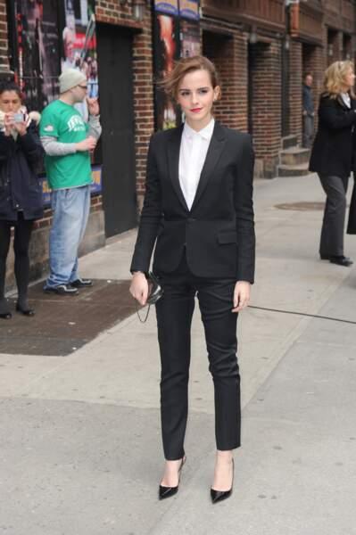 Emma Watson impeccable en smoking