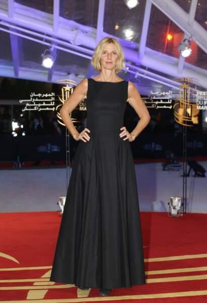 Une robe noire longue  simple et efficace comme Sandrine Kiberlain
