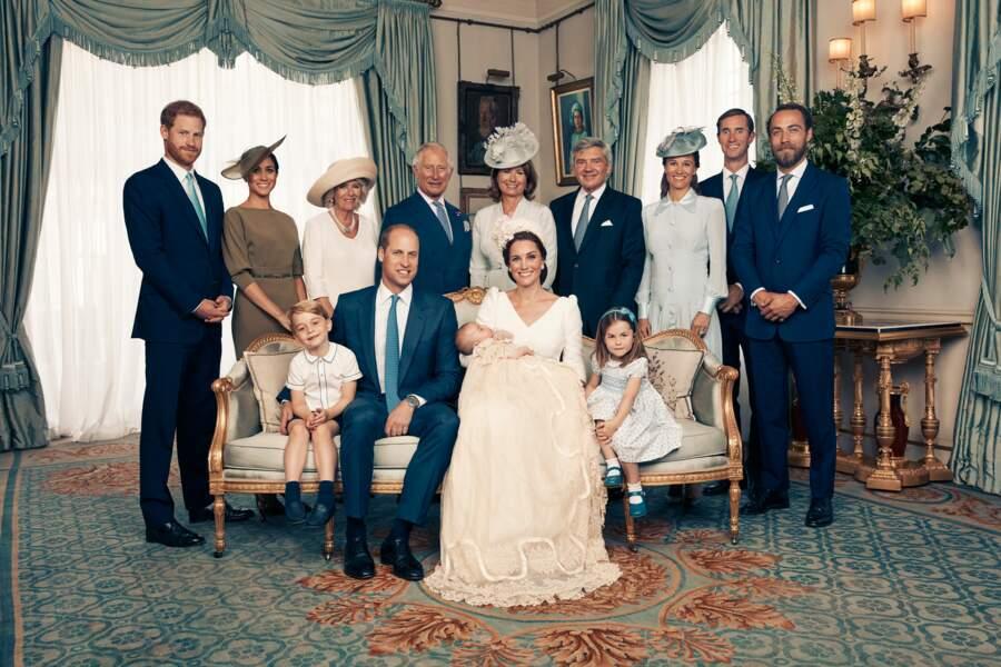 Carole Middleton et la famille royale d'Angleterre, lors du baptême de son petit-fils Louis, le 9 juillet 2018