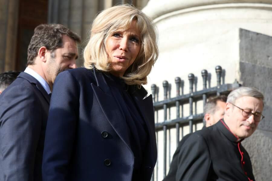 Brigitte Macron est apparue tout sourire avant la messe