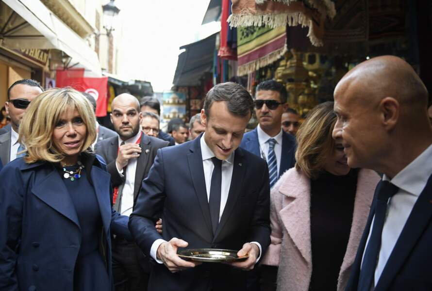 Emmanuel et Brigitte Macron visitent la Medina de Tunis