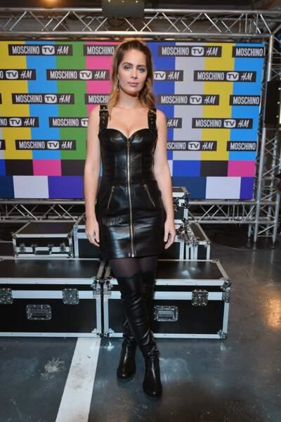 Marie-Ange Casta en robe bustier en cuir lors de la soirée de lancement de la collection Moschino x H&M
