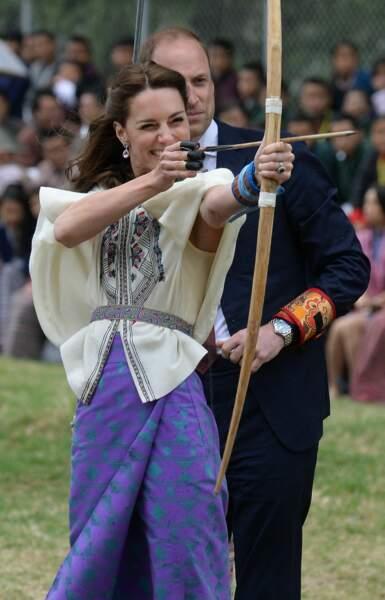 A Thimphu, Kate et Will participent à une démonstration de tir à l'arc