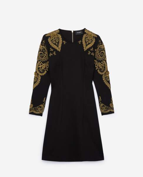 Robe brodée, 318 €  soldée à 222,50 €, The Kooples.