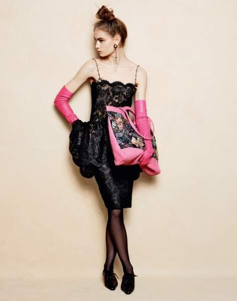 Chanel rend la cabas couture.