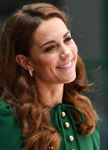 Kate Middleton a bien compris que le vert allait bien aux brunes !