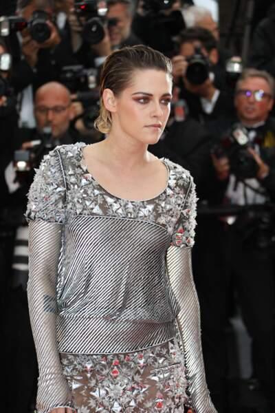 Kristen Stewart, toute en gris pour la montée des marches
