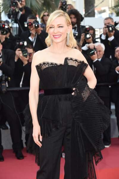 La présidente du jury Cate Blanchett, sensuelle tout de noir vêtue, lors du festival de Cannes 2018.