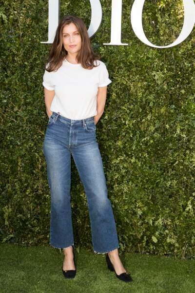 Laetitia Casta, aussi belle en jean et tee-shirt blanc qu'en robe de soirée en juillet 2017