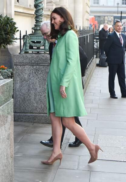 Kate Middleton affiche un sublime baby-bump à quelques semaines de son accouchement