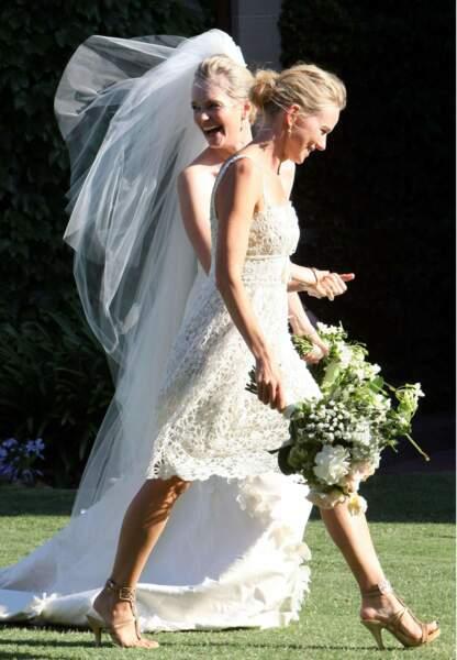 Naomi Watts en blanc comme son amie la mariée en décembre 2010 à Sydney