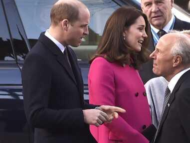 Kate Middleton enceinte : dans son manteau rose la duchesse rayonne