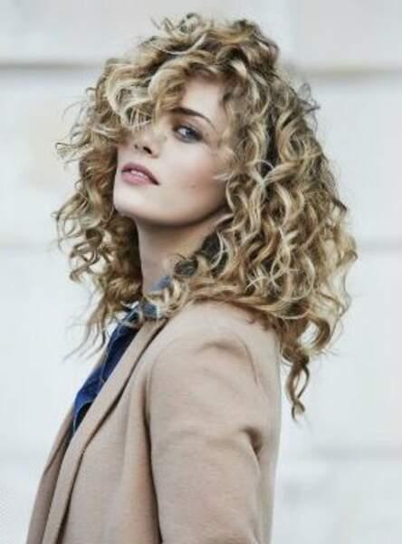 Mi Long Coupe Cheveux Boucles Carre Plongeant | Coiffures Cheveux Longs