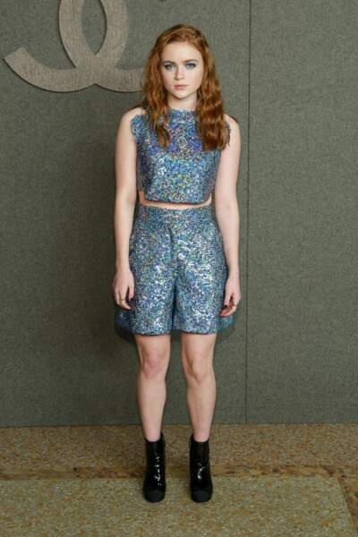 Sadie Sink la petitte star de Stranger Things dans une tenue ultra scintillante chez Chanel