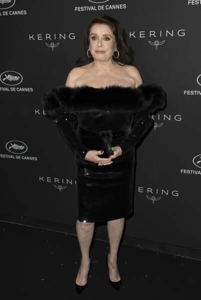 Catherine Deneuve, épaules dénudées