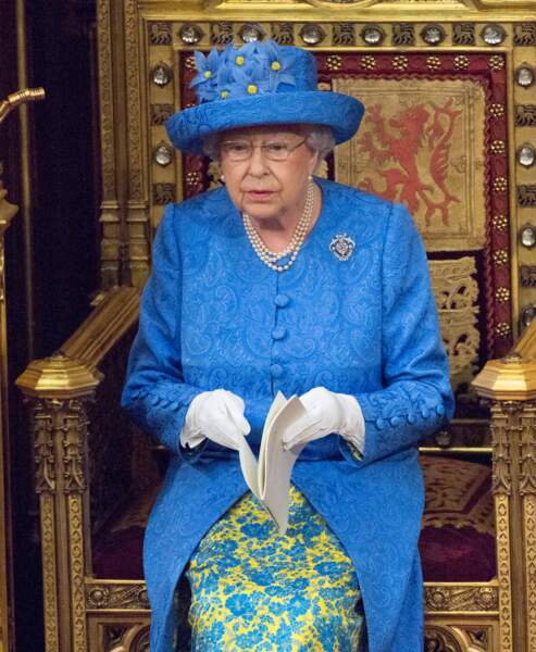 A l'occasion d'un discours sur le Brexit, la reine portait une tenue bleu vif