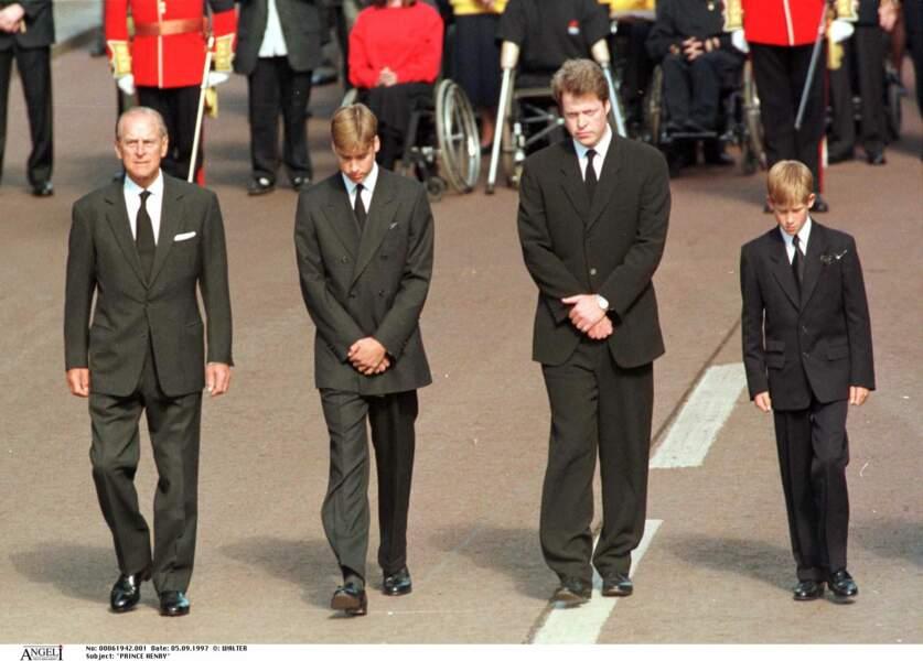 Après un discours très virulent pendant les obsèques de Diana, Charles Spencer, son frère, a appris à se taire.