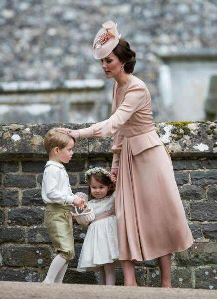 Kate et ses enfants George et Charlotte lors du mariage de Pippa Middleton à Englefield le 20 mai 2017