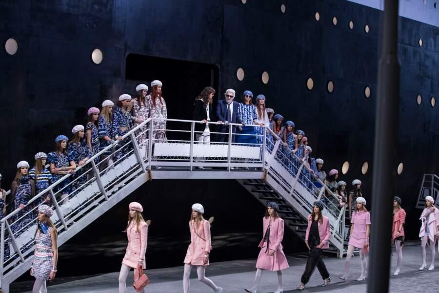 Le décor marin incroyable du défilé Chanel imaginé par Karl Lagerfeld au Grand Palais