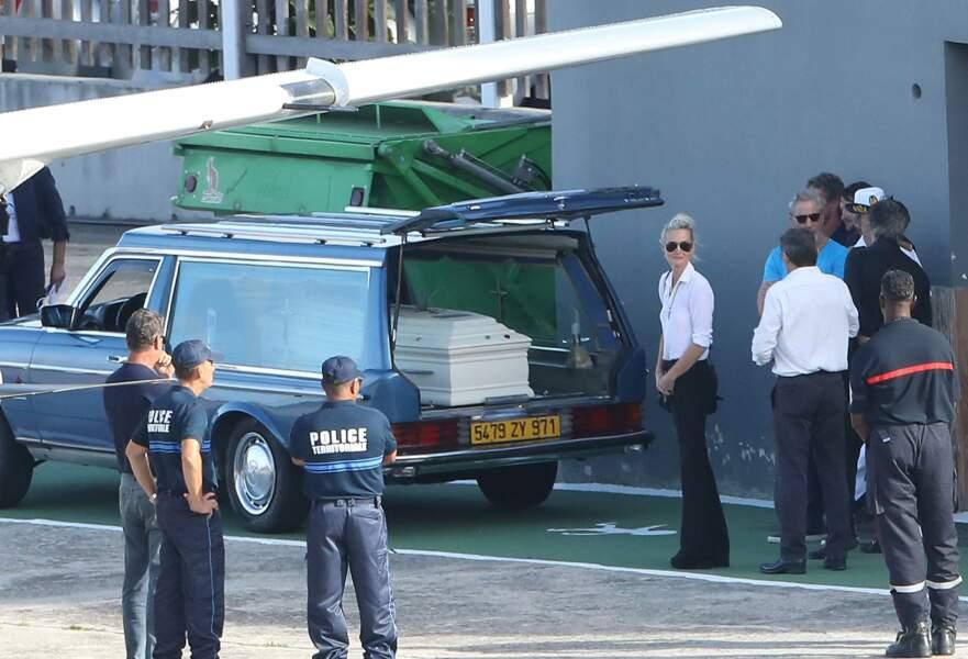 Laeticia Hallyday à l'arrivée du cercueil de Johnny Hallyday à Saint-Barth où il sera inhumé