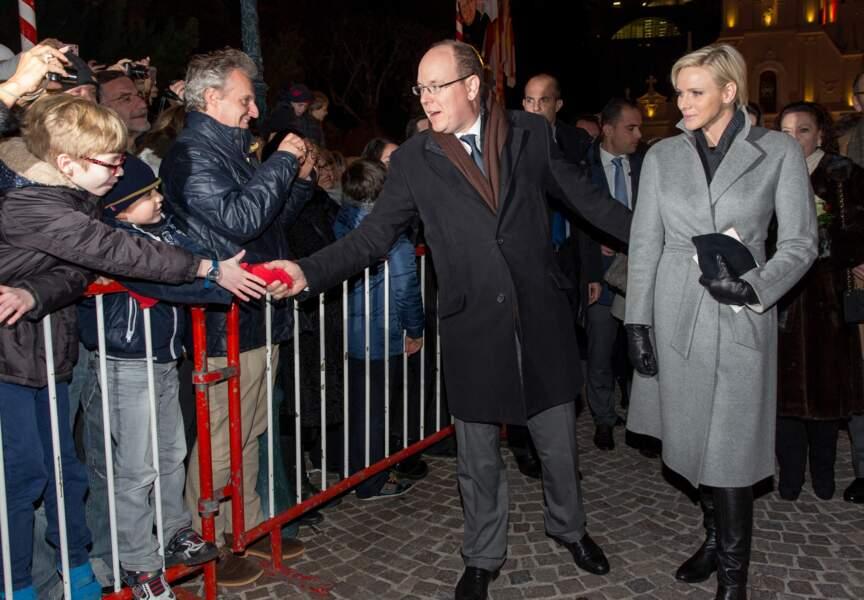 Albert et Charlène vont à la rencontre du public venu célébrer la Sainte Dévote