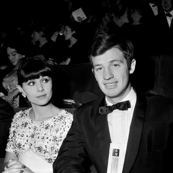 Jean-Paul Belmondo et sa première épouse Élodie, en 1964