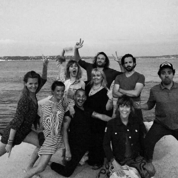 Valérie Damidot et ses copains prennent la pose pour immortaliser ces vacances