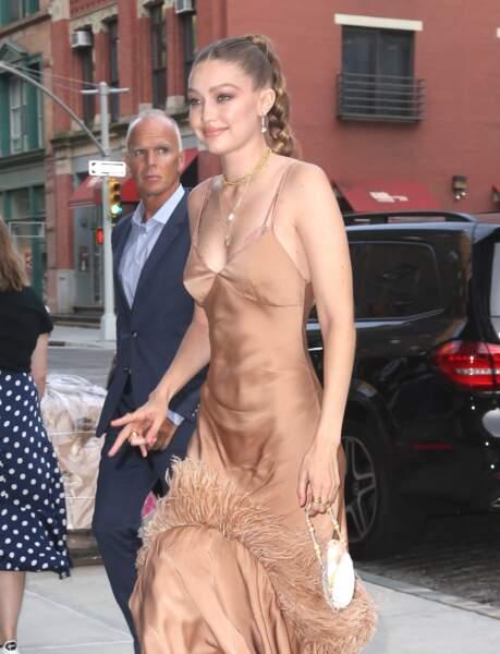 La robe de Gigi Hadid était sexy et présentait un décolleté