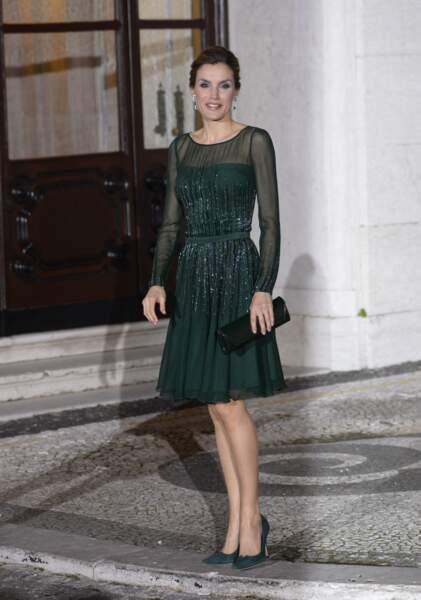 Elle était sublime dans une robe émeraude