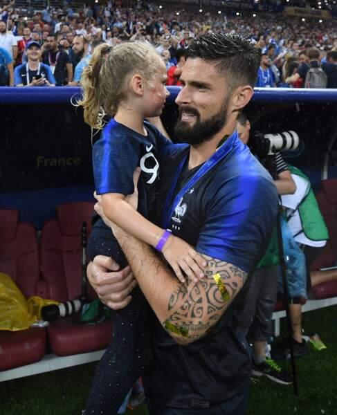 Olivier Giroud a célébré la victoire des Bleus dans les bras de sa fille Jade