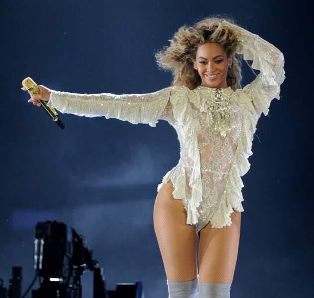 Beyoncé affiche de plus en plus ses longueurs crépues au naturel.