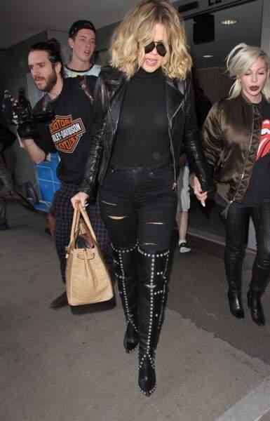 Jean lacéré + cuissardes : l'erreur à ne pas commettre par Khloé Kardashian