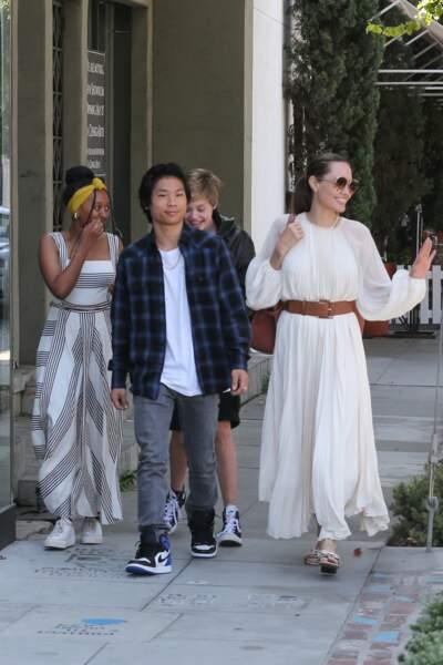Aux côtés de ses trois enfants, Angelina Jolie était tout sourire